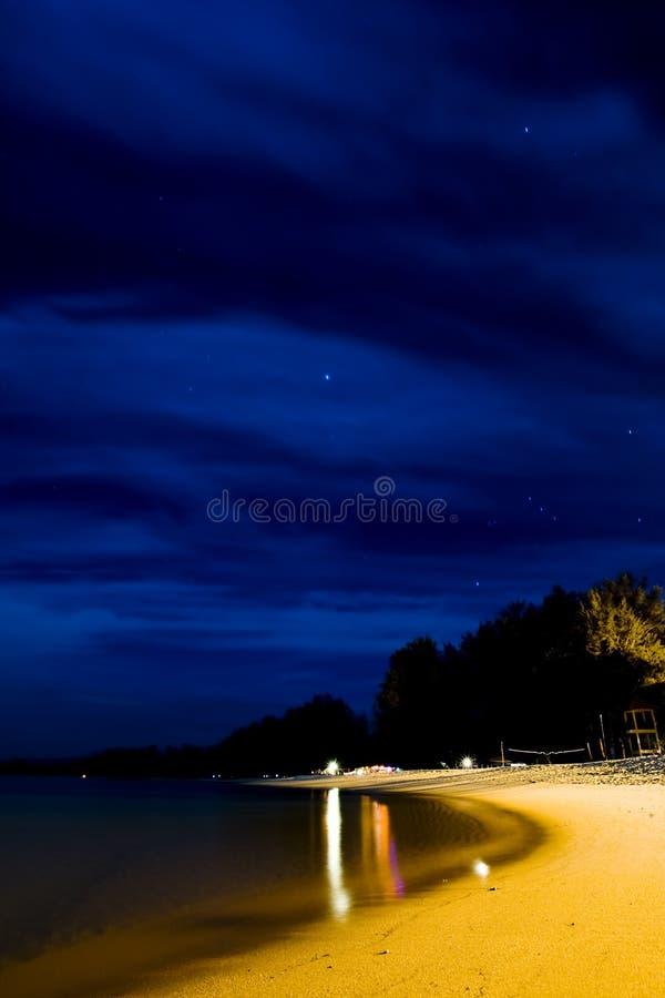 Spiaggia alla notte immagini stock libere da diritti