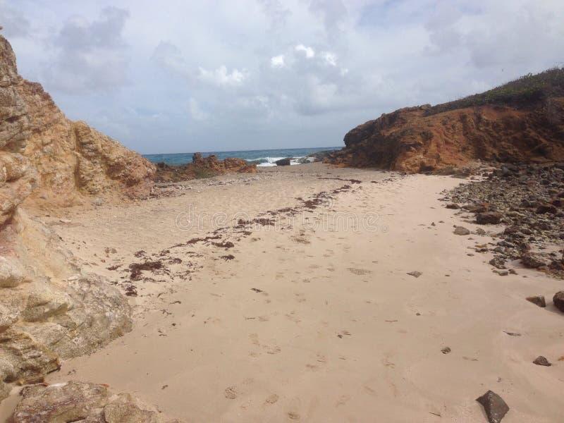 Spiaggia Antigua di appuntamento immagini stock libere da diritti