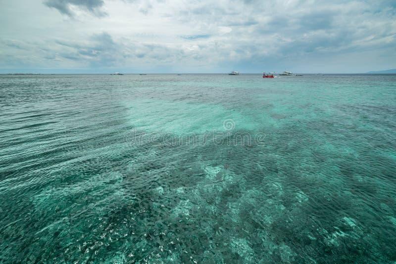 Spiaggia azzurrata tropicale di Seaview Dumaluan, isola di Panglao in Bohol, Filippine immagine stock