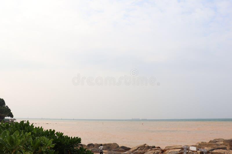 Spiaggia bianca per la vacanza estiva dell'Indonesia immagine stock
