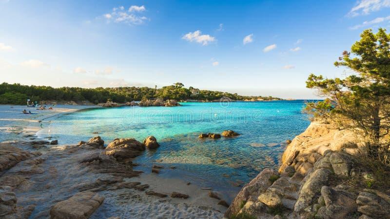 Spiaggia Capriccioli, Strand der Smaragd- Küste, Ost-Sardinien-Insel, Italien stockfotos