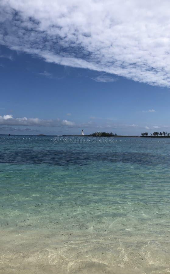 Spiaggia con i blu immagine stock