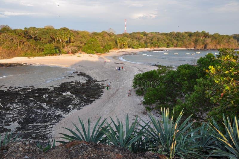 Spiaggia da entrambi i lati, penisola di Nicoya, Costa Rica di San Juanillo fotografie stock