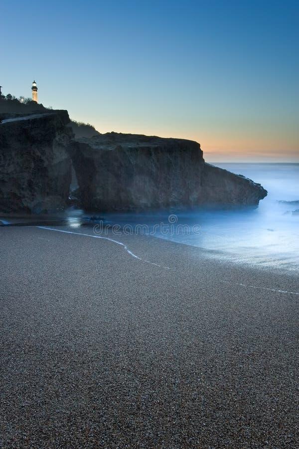 Spiaggia del Anglet che ottiene oscurità, Francia immagine stock libera da diritti