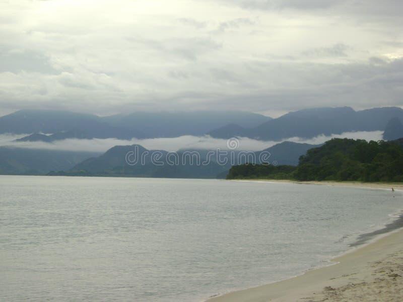 Spiaggia del brasiliano di Paraty fotografia stock libera da diritti