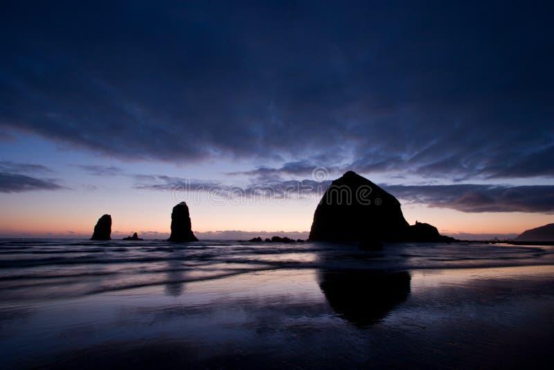 Spiaggia del cannone, Oregon immagini stock