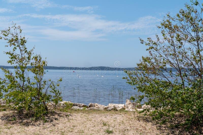 Spiaggia del confine del lago Lacanau in Aquitaine France immagine stock