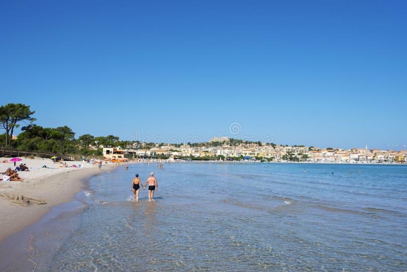 Spiaggia del de Calvi del flocculo, in Corsica, la Francia fotografia stock libera da diritti