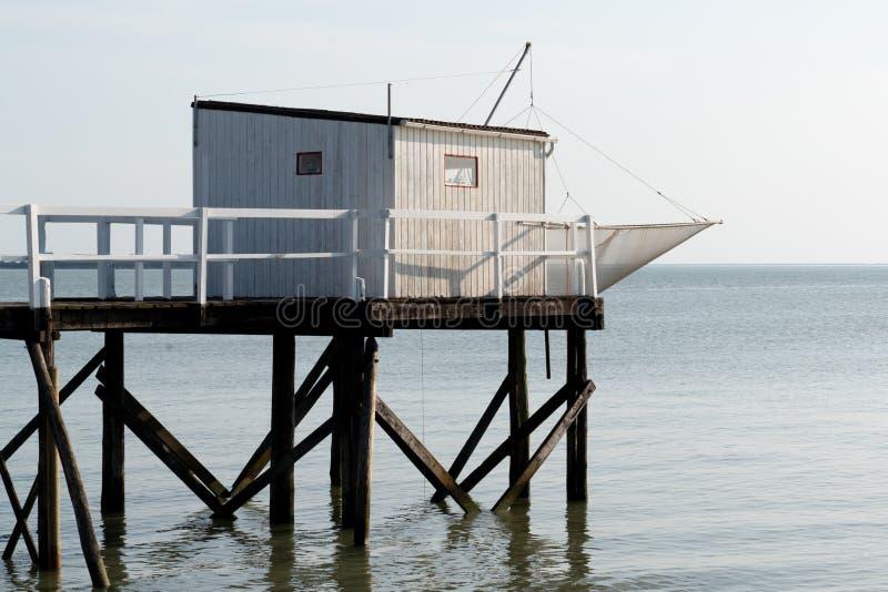 Spiaggia del mare che pesca le capanne sui trampoli in Fouras Aquitaine France al crepuscolo fotografie stock