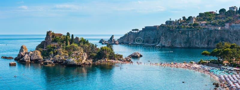 Spiaggia del mare di Taormina, Sicilia, Italia immagini stock