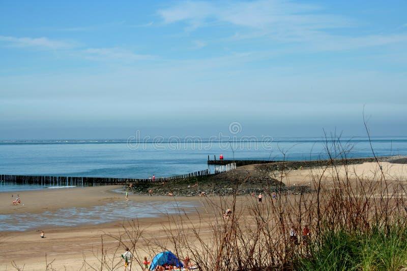 Spiaggia del Mare del Nord e durata della spiaggia di Westkapelle fotografia stock libera da diritti