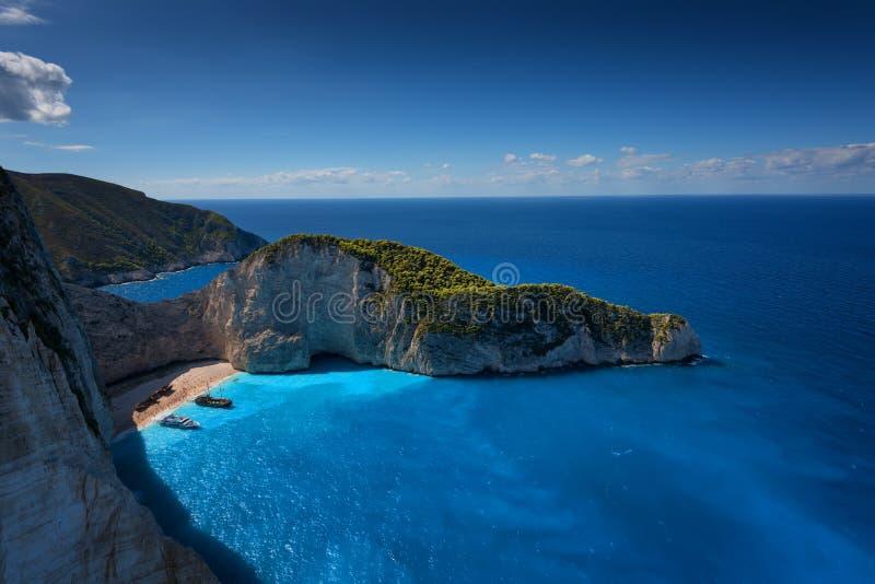 Spiaggia del relitto della nave e baia di Navagio Il punto di riferimento naturale più famoso di Zacinto, isola greca nel Mar Ion immagine stock libera da diritti