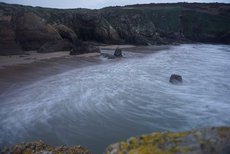 Spiaggia dell'isola della capra in Irlanda fotografia stock