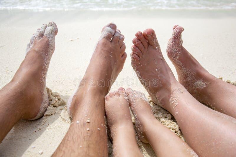 Spiaggia della famiglia fotografie stock