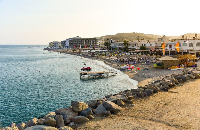 Spiaggia Della Località Di Soggiorno Di Kardamaina In Grecia ...