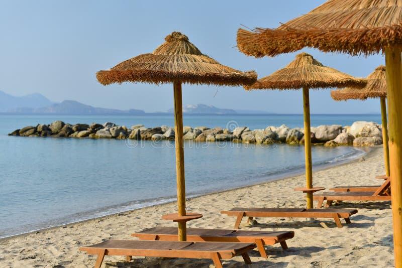Spiaggia Della Località Di Soggiorno In Grecia Immagine Stock ...