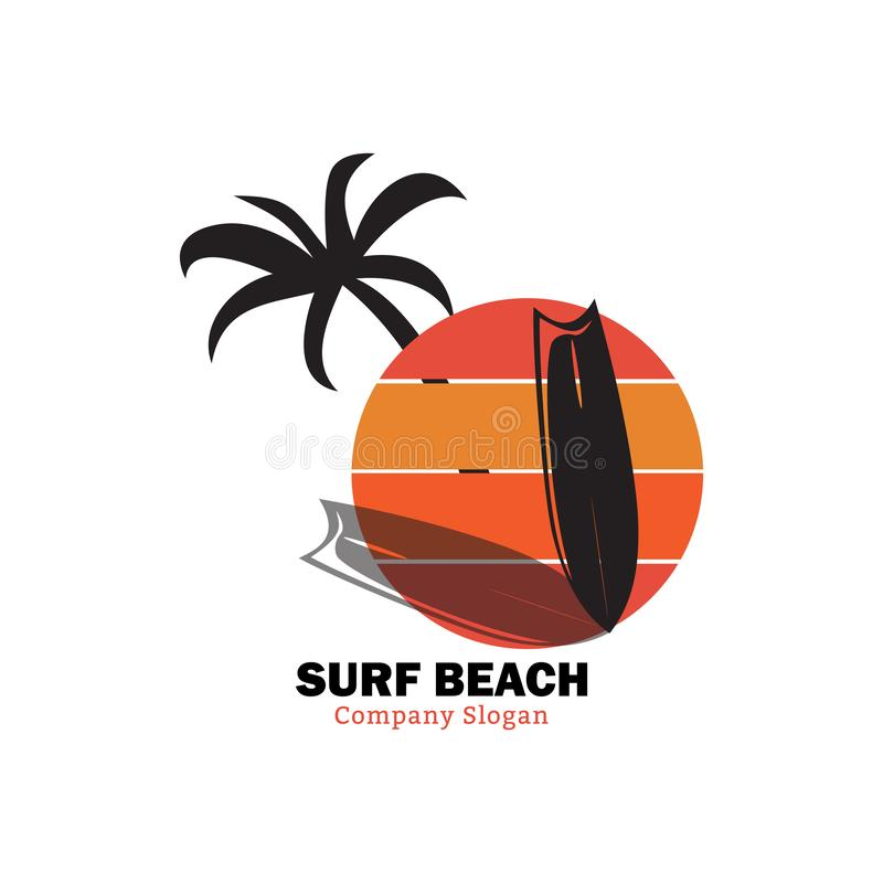 Spiaggia della spuma di tramonto per buon praticare il surfing royalty illustrazione gratis