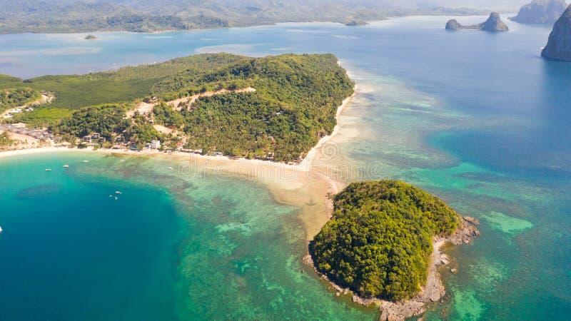 Spiaggia delle cabine di Las Isole e spiagge del EL Nido fotografie stock libere da diritti
