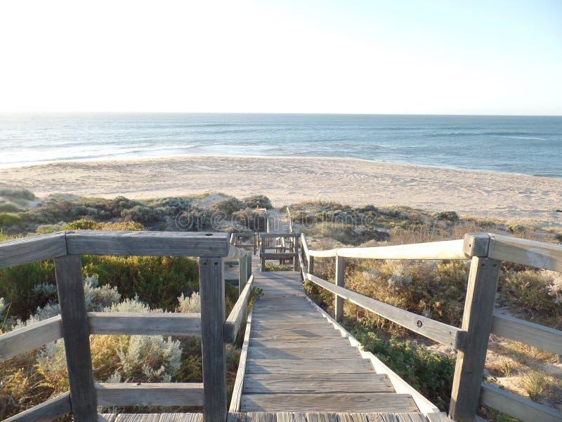 Spiaggia delle scale della sabbia della costa dell'oceano dell'Australia fotografia stock