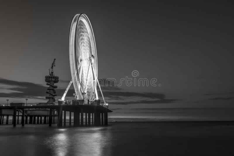 Spiaggia Den Haag iant di Scheveningen in bianco e nero fotografia stock libera da diritti