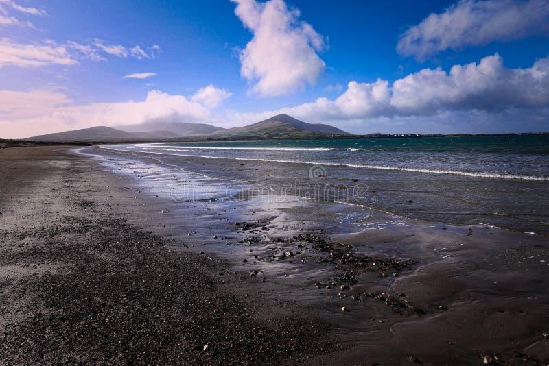 Spiaggia di Ballinrannig, Kerry Coast ad ovest, Dingle, Irlanda fotografia stock libera da diritti