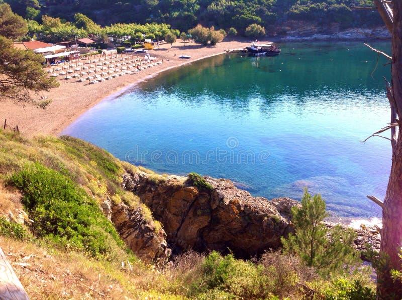 Spiaggia di Barbarossa a Porto Azzurro, Italia fotografia stock