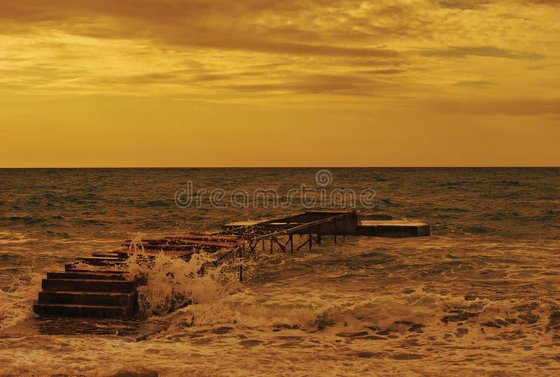 Download Spiaggia di Budva immagine stock. Immagine di marea, percorso - 7302647