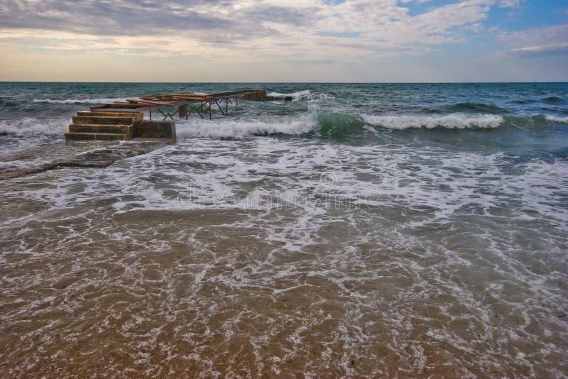 Download Spiaggia di Budva fotografia stock. Immagine di camminata - 7302668