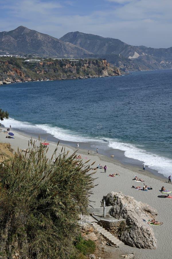 Spiaggia di Carabeillo a Nerja, Costa del Sol, Spagna fotografia stock libera da diritti