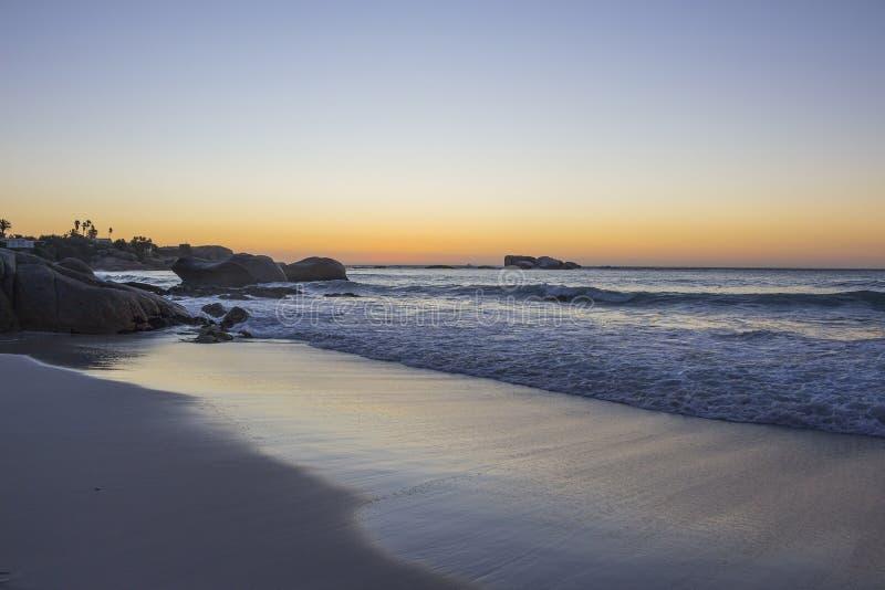 Spiaggia di Clifton al crepuscolo immagini stock