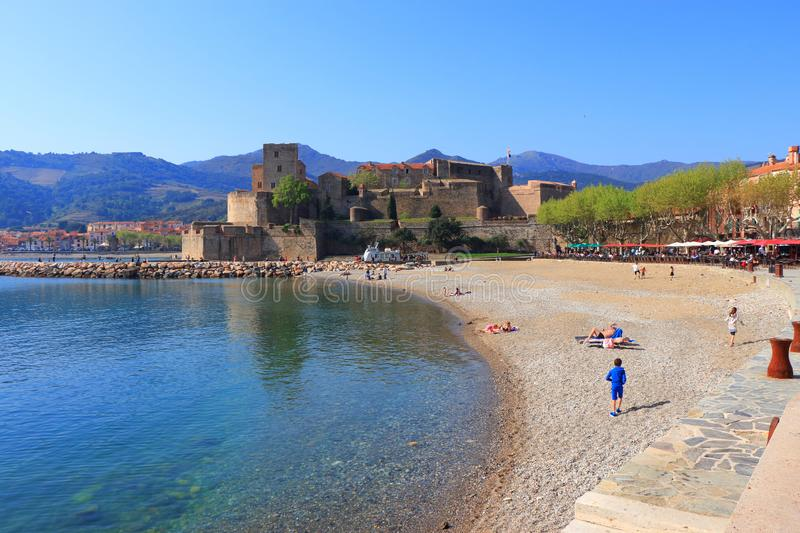 Spiaggia di Collioure in pirenaico orientale, Francia fotografia stock
