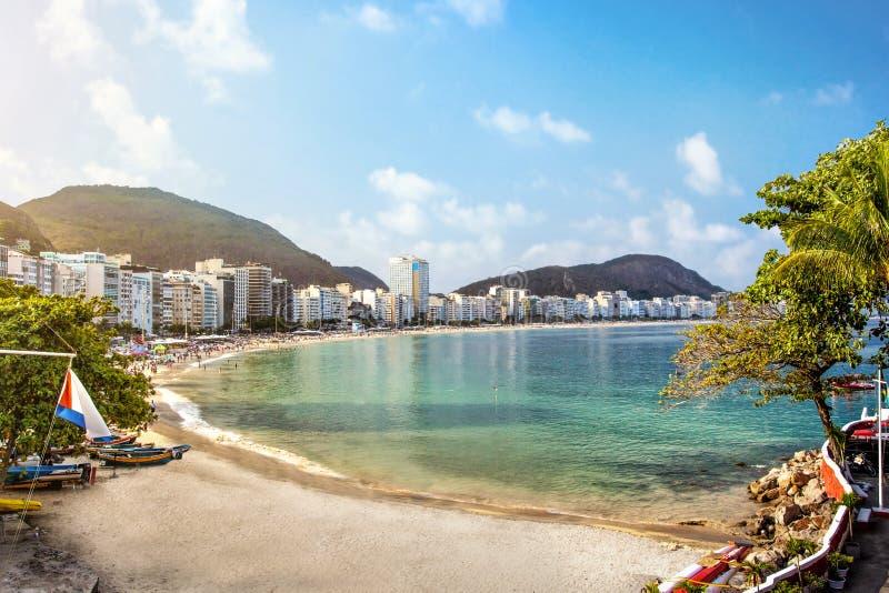 Spiaggia di Copacabana in Rio de Janeiro fotografie stock libere da diritti