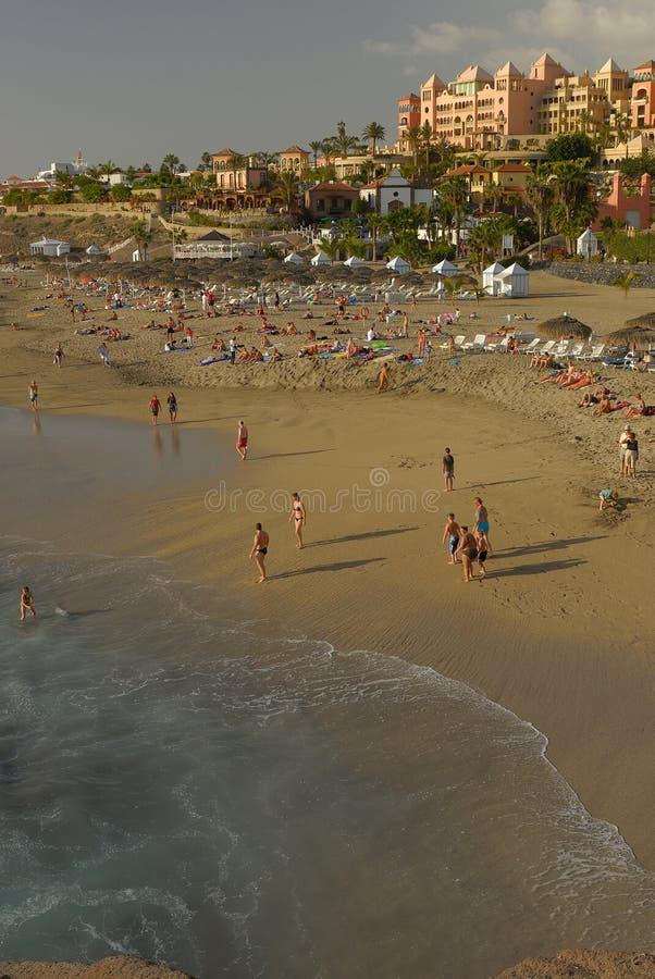 Spiaggia di EL Duque in isole Canarie della costa di Adeje fotografia stock libera da diritti