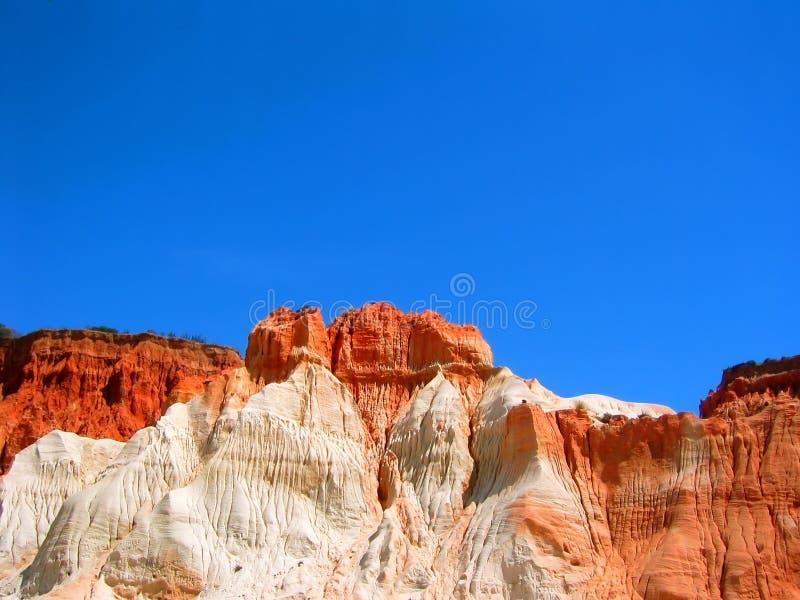 Spiaggia di Falesia nel colore rosso II fotografie stock libere da diritti
