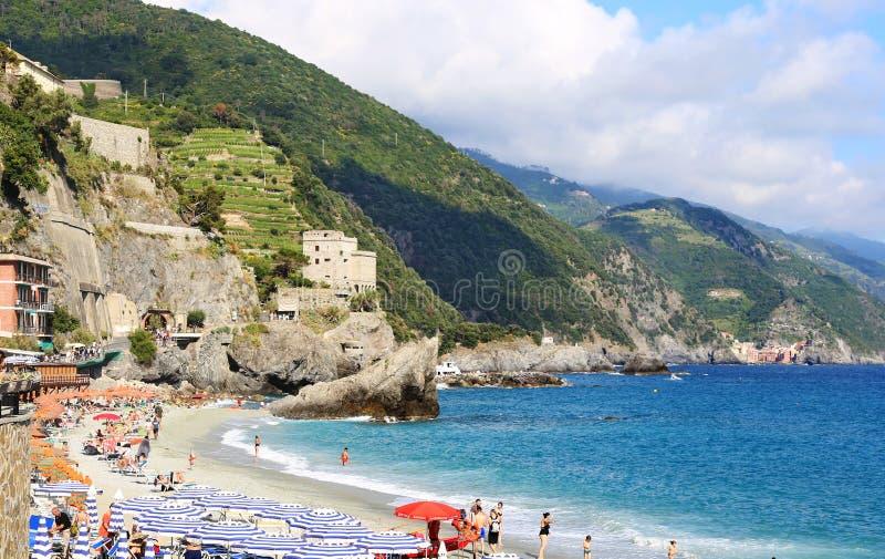 Spiaggia di Fegina海滩风景在Monterosso村庄五乡地意大利的 免版税图库摄影