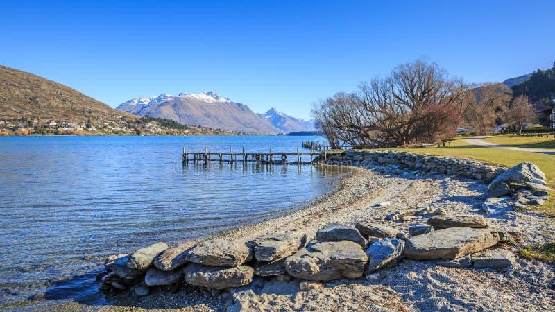 Spiaggia di Frankton, Queenstown In qualche luogo in Nuova Zelanda fotografia stock libera da diritti