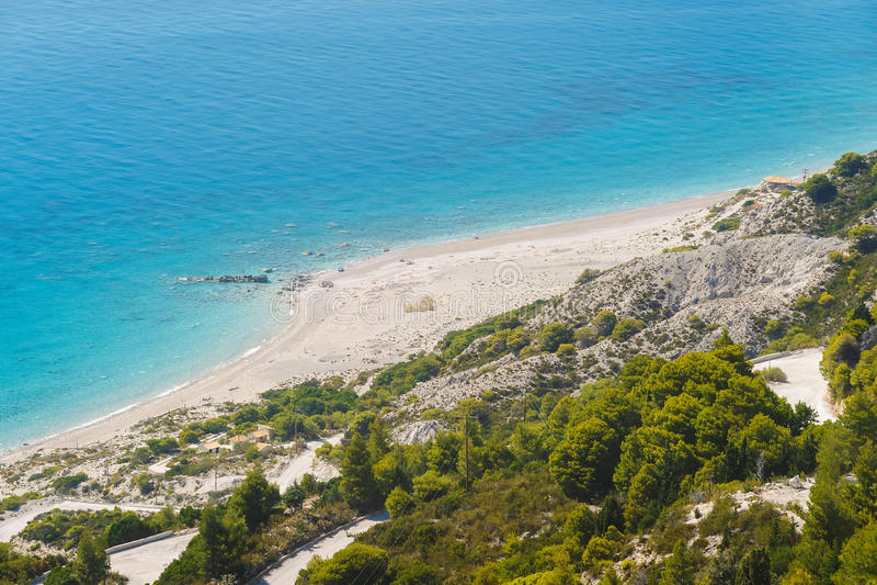 Spiaggia di Gialos, Isole Ionie, Leucade, Grecia, vista aerea immagini stock libere da diritti