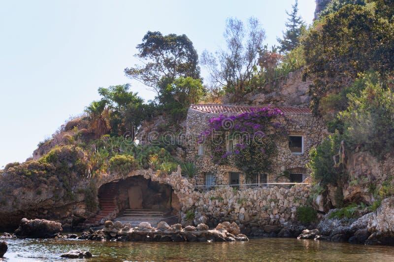 Spiaggia di Isola Bella in Taormina, Sicilia fotografie stock libere da diritti