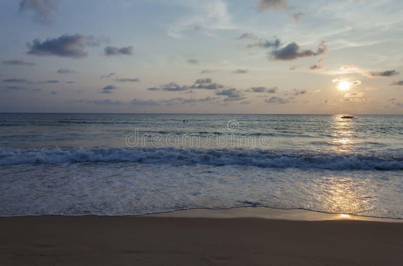 Spiaggia di Kata di tramonto fotografie stock libere da diritti