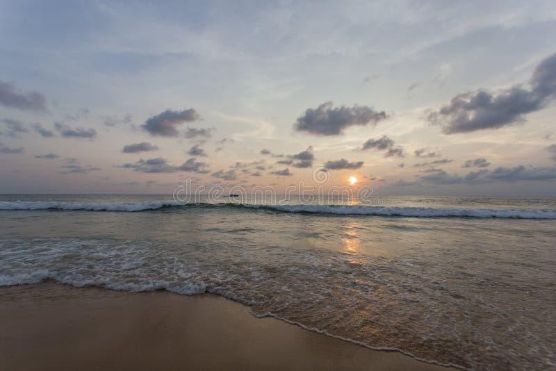 Spiaggia di Kata di tramonto immagini stock libere da diritti