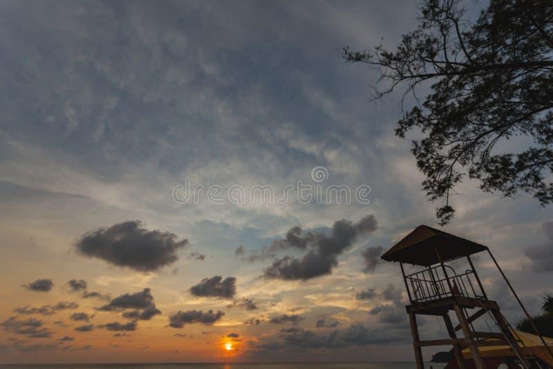 Spiaggia di Kata di tramonto fotografie stock