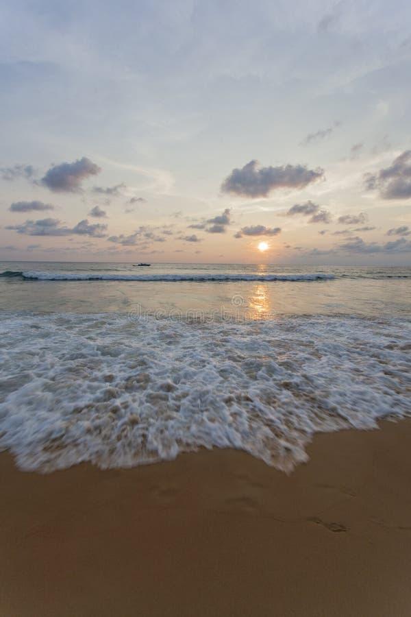 Spiaggia di Kata di tramonto fotografia stock libera da diritti
