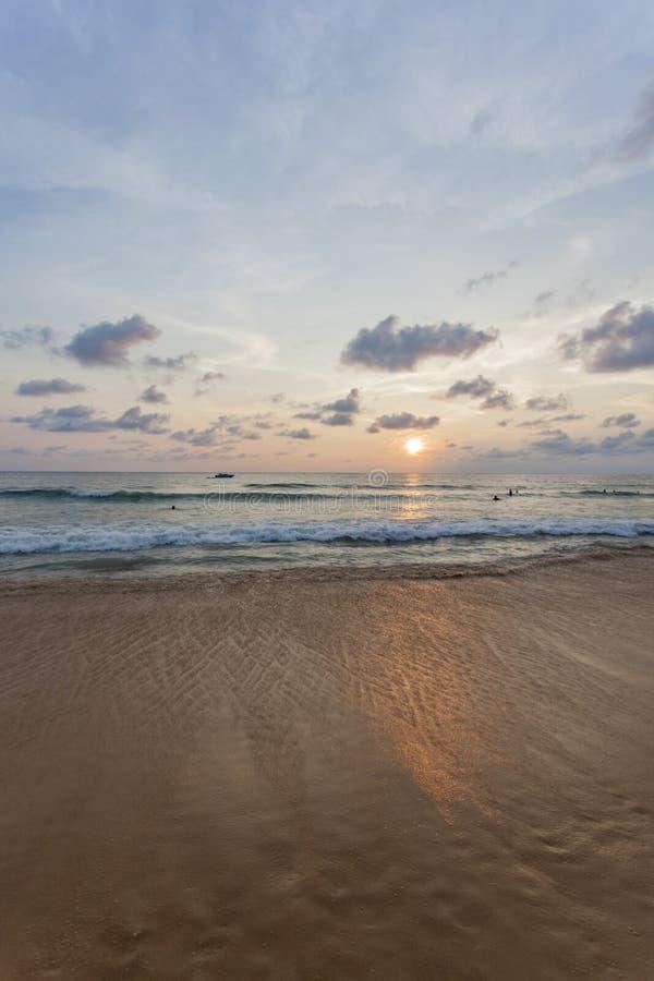 Spiaggia di Kata di tramonto fotografia stock