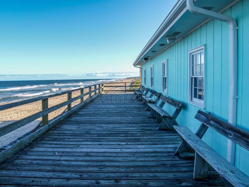 Spiaggia di Kure che pesca Pier Store in Nord Carolina fotografie stock