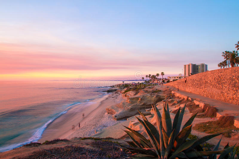 Spiaggia di La Jolla al tramonto immagini stock libere da diritti