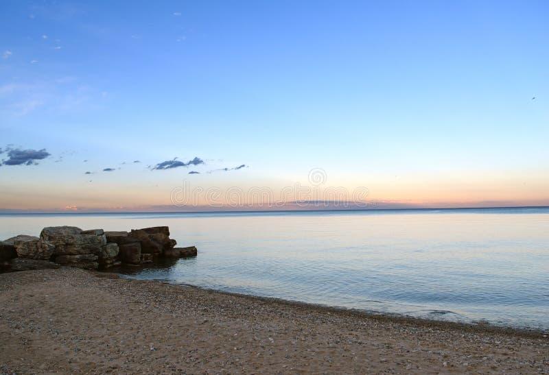 Spiaggia di lago Michigan al crepuscolo dopo il tramonto immagini stock