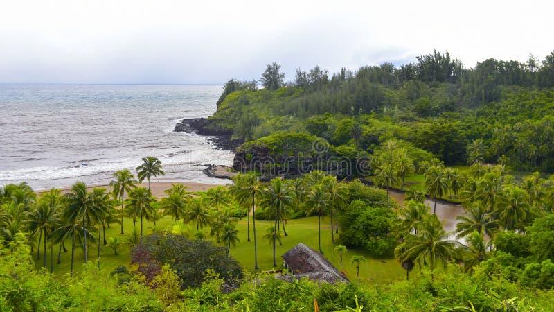Spiaggia di Lawai che conduce al giardino di Allerton nell'isola di Kauai immagine stock libera da diritti