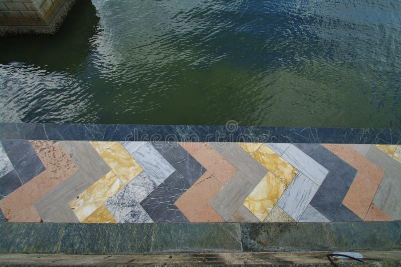 Spiaggia di marmo variopinta immagini stock