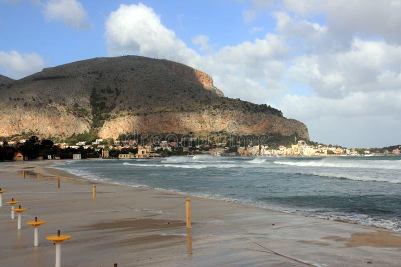 Spiaggia di Mondello, isola della Sicilia, Italia fotografie stock