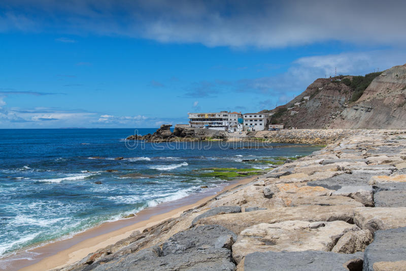 Spiaggia di Oporto das Barcas in Lourinha, Portogallo fotografia stock libera da diritti
